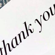 Stilvoll für eine Einladung bedanken. Wie schreibt man eine Thank you Note.