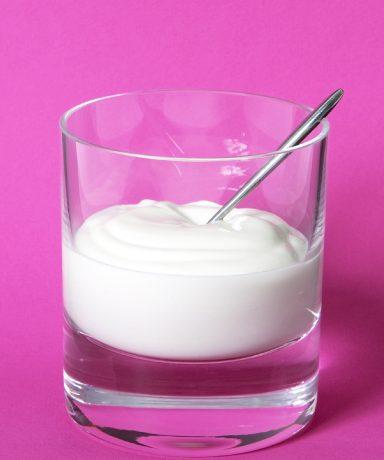 Quark ist kalorienarme, sättigend und enthält viel Calcium. Das ideale Abendessen, wenn das Kalorienlimit schon erreicht wurde, aber man dennoch noch Hunger hat.