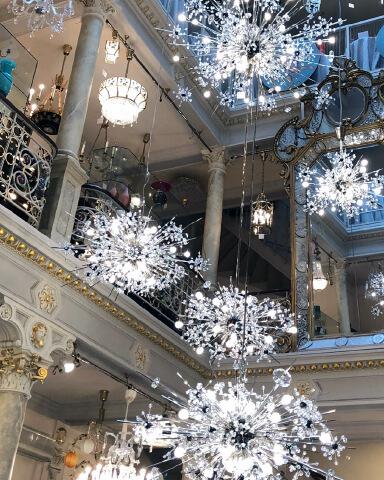 Lobmeyr in Wien, aus Sicht von GloriousMe einer der besten Shops der Welt für feines Glas.