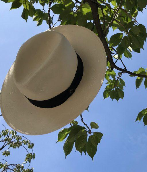 Ein Sonnenhut, so wie dieser Panama-Hut ist das beste Investment, den Sommer zu genießen.